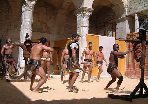 gladiator comparison from the movie to actual history essay Gladiator comparison from the movie to actual history similarities and differences (2004, march 16) in writeworkcom retrieved 07:45, march 22, 2018, from http.